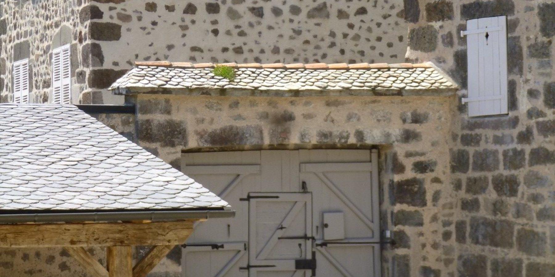 Portail de la Maison du Chevalier des Huttes à Vic sur Cère (Auvergne, Cantal, France)